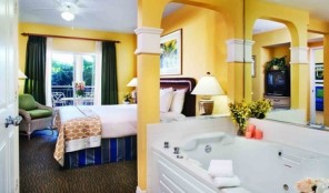 Hilton Grand Vacations Club at Seaworld International Center Master Bed and Bath