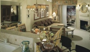 Sheraton Desert Oasis Living and Dining Area