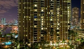 Hilton Grand Vacations Club Grand Waikikian Exterior