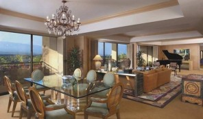 Hilton Grand Vacations Club at Waikoloa Beach Resort Living and Dining Area