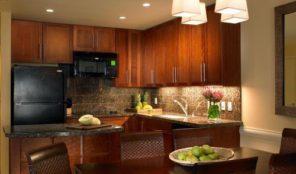 Westin Princeville Ocean Resort Villas Kitchen and Dining Area